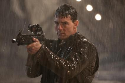 jack-reacher-shooting in the rain